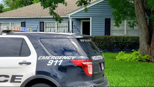 Boy shoots self in hand, leg at aunt's SE Houston home, HPD says