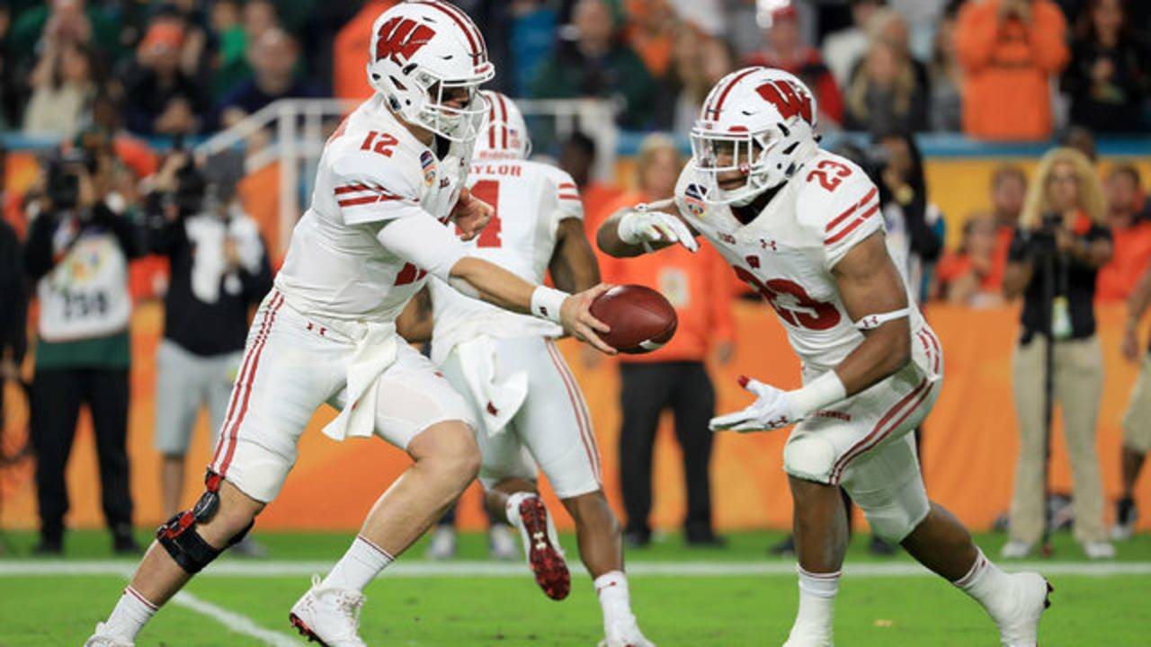 Wisconsin football Alex Hornibrook and Jonathan Taylor 2017