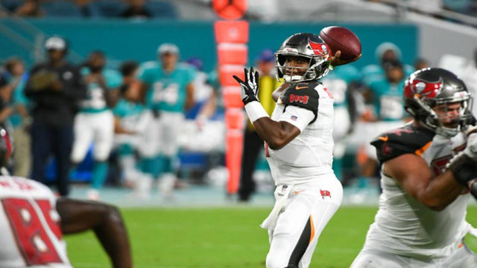 Tampa Bay Buccaneers QB Jameis Winston throws vs Miami Dolphins in 2018 preseason