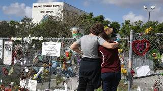 Students return to Marjory Stoneman Douglas for first time since shooting