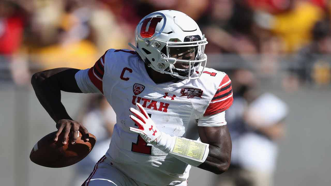 Utah Utes QB Tyler Huntley passes during 2018 game