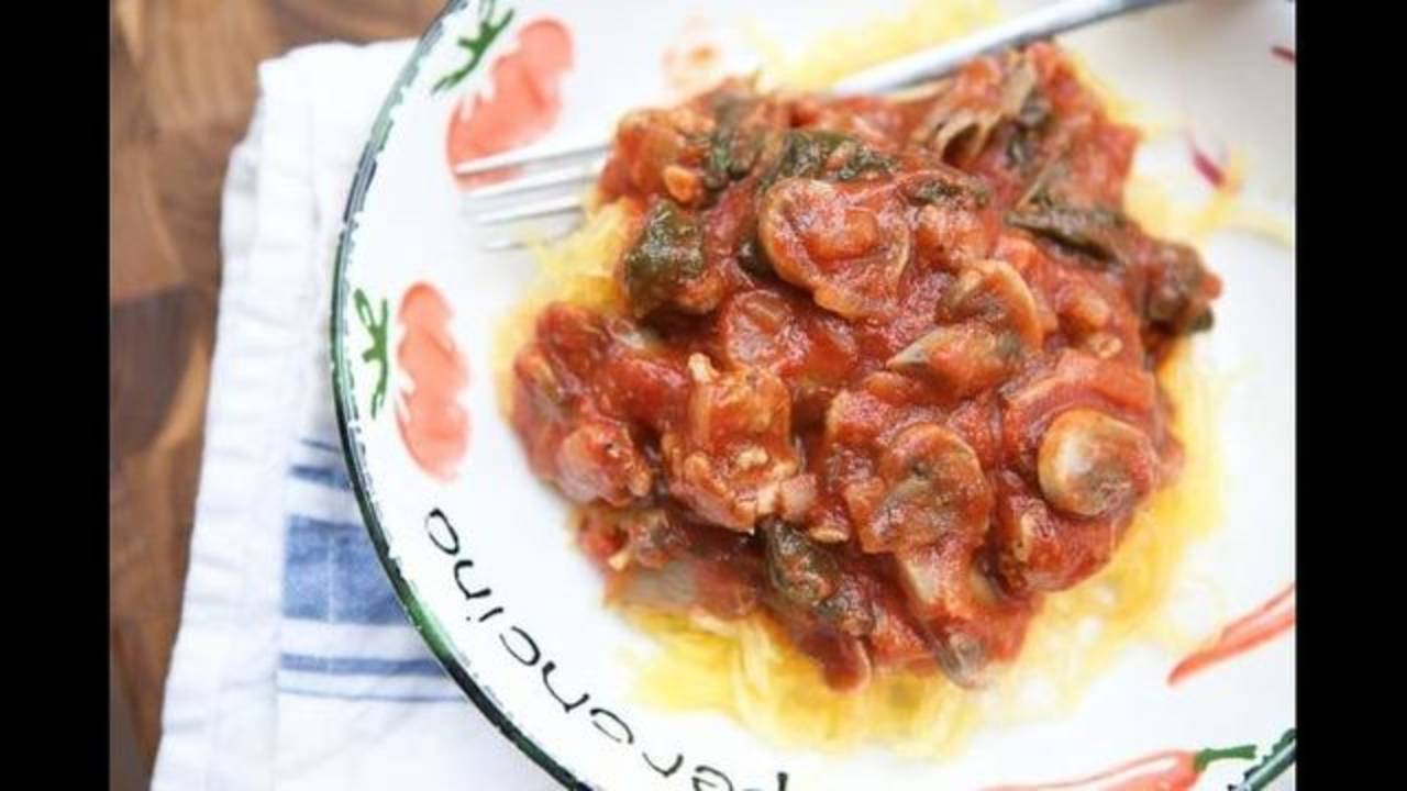 Spaghetti_Squash_with_Sausage_and_Mushroom_Bolognese-2-640x427_1543604995770.jpg