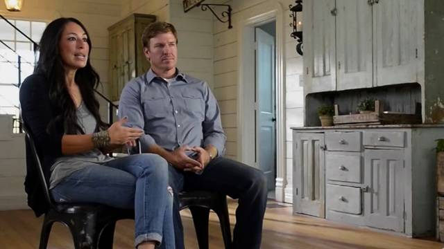 chip and joanna gaines ready to launch new 39 fixer upper 39 series. Black Bedroom Furniture Sets. Home Design Ideas