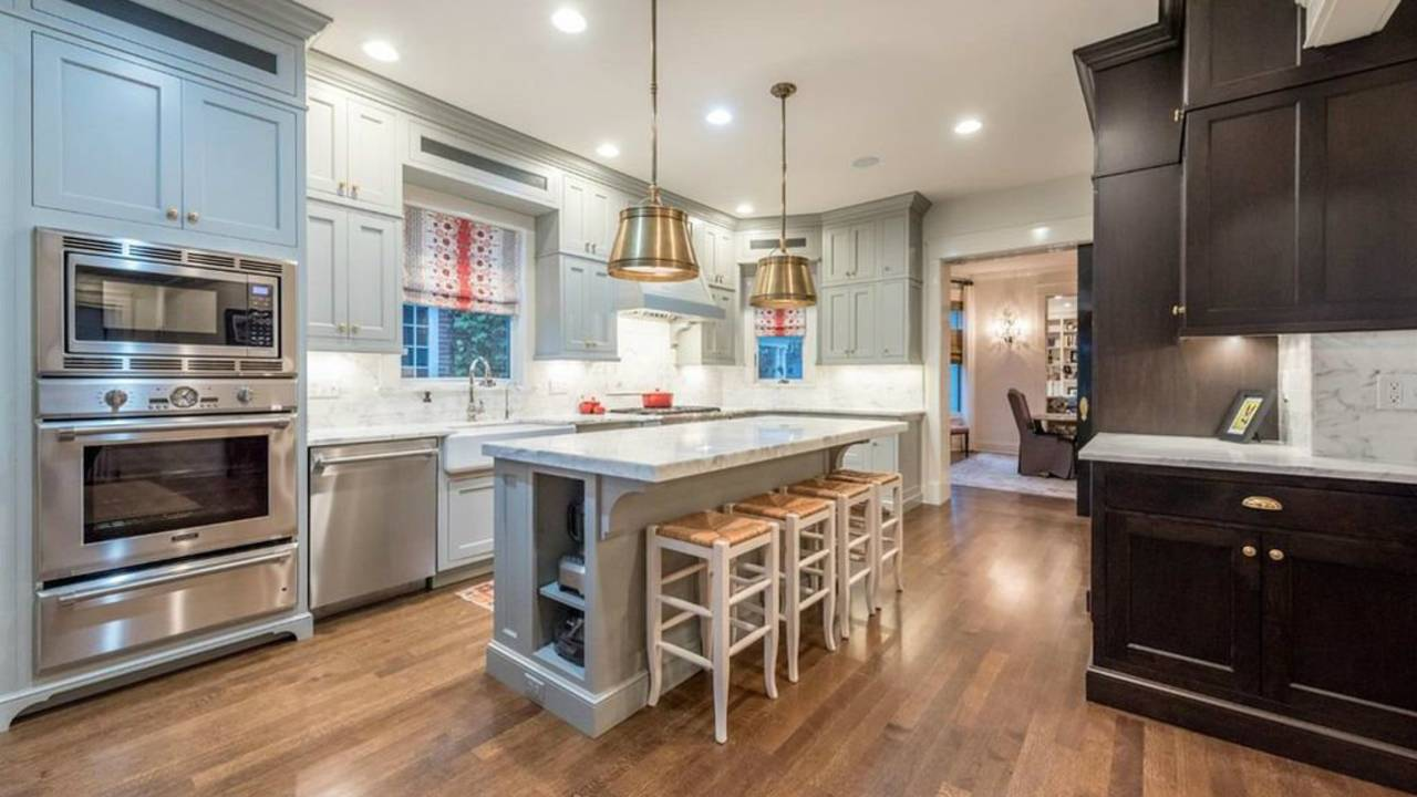 911 Olivia Ave. kitchen
