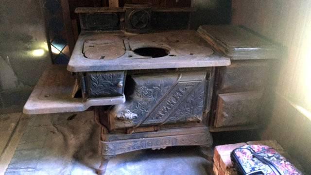 Detroit log cabin stove
