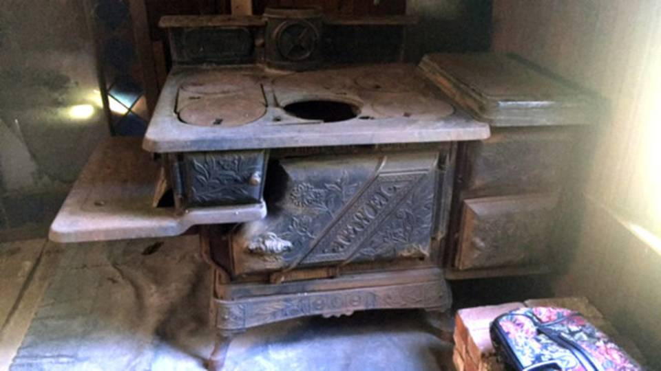 Detroit log cabin stove