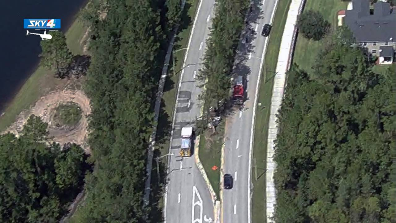 Crash-in-Oakleaf-aerial_1568659644242.jpg