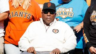 Hall of Famer Willie McCovey dies at 80