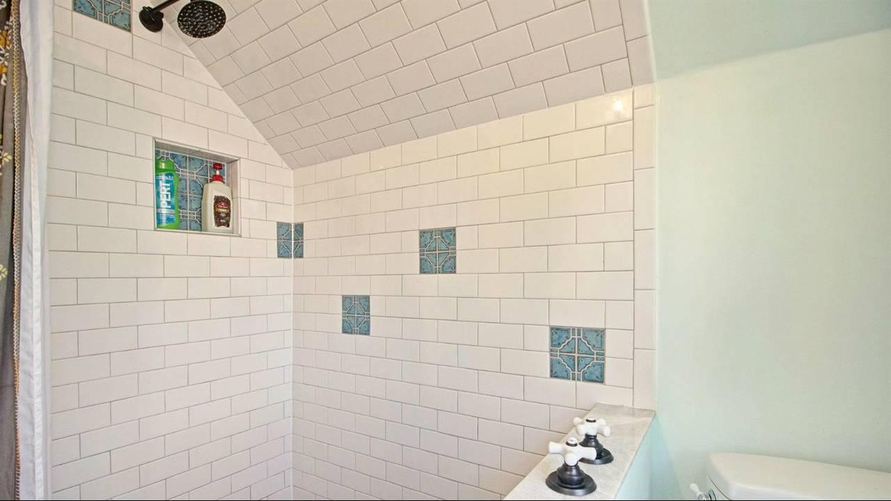 525 N Ashley Street shower