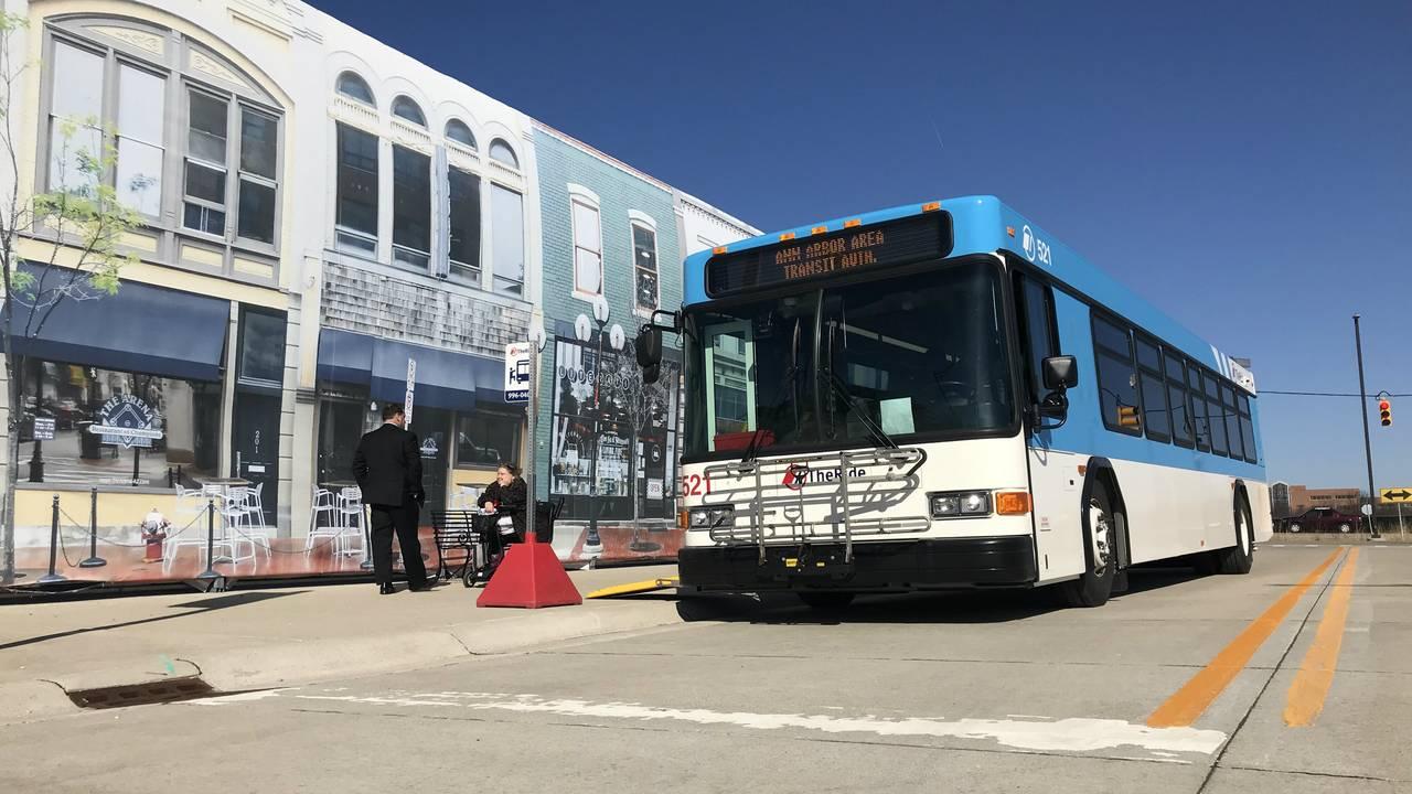Quantum test bus
