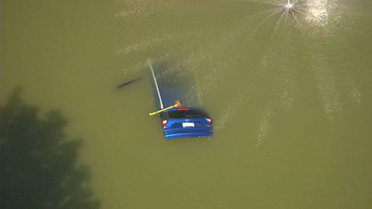 Car crashes into pond Waterford Township 3