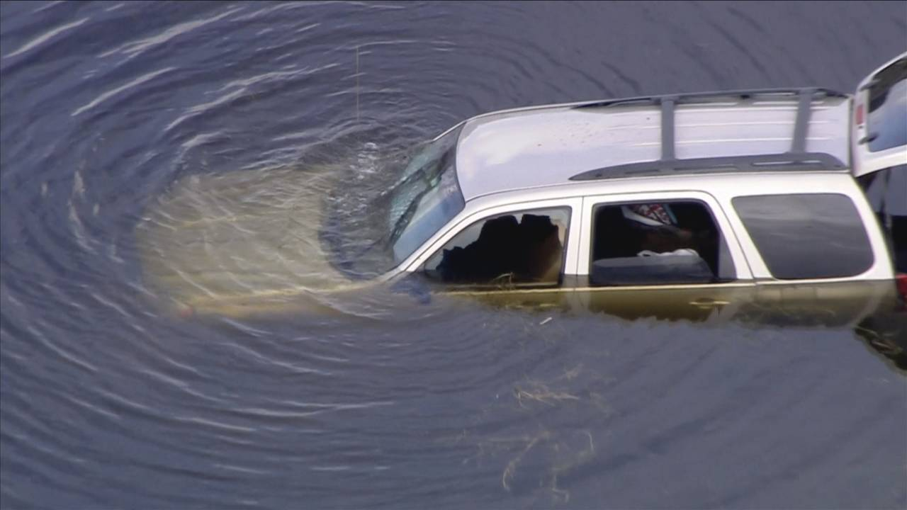 Driver's side window smashed out of vehicle in pond in Lauderhill