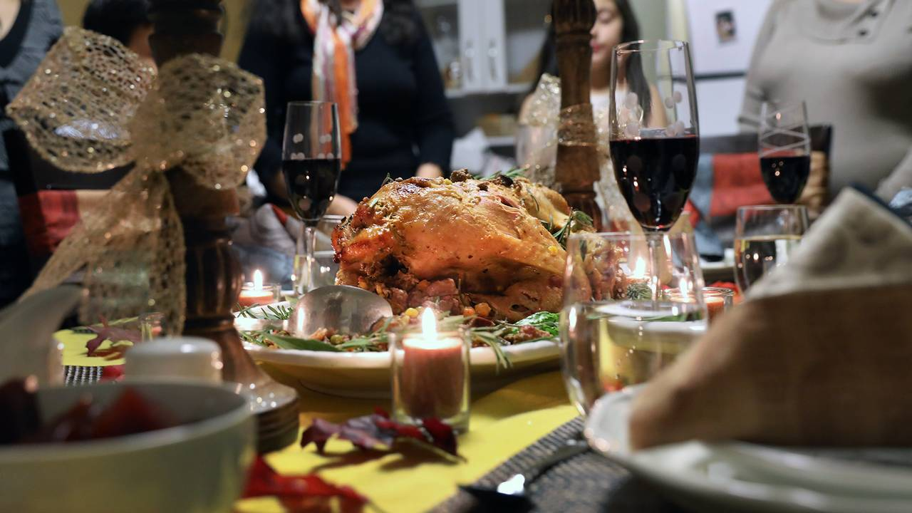 Thanksgiving dinner table-75042528.jpg35417778