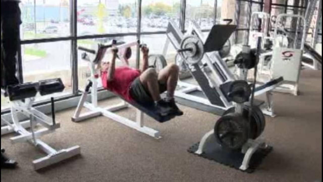 Ted Lindsay in gym_29414310