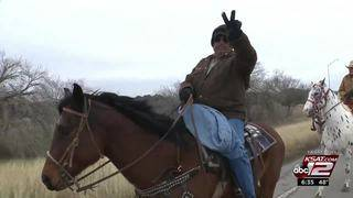 Chilly weather doesn't stop riders on rodeo trail