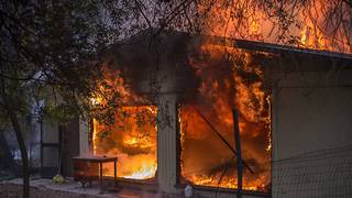 California wildfires have destroyed 1,000 structures and counting