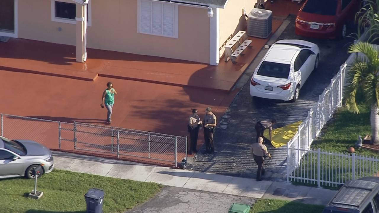 Sky 10 fatal shooting body covered by yellow tarp in driveway of home on SW 307th St.