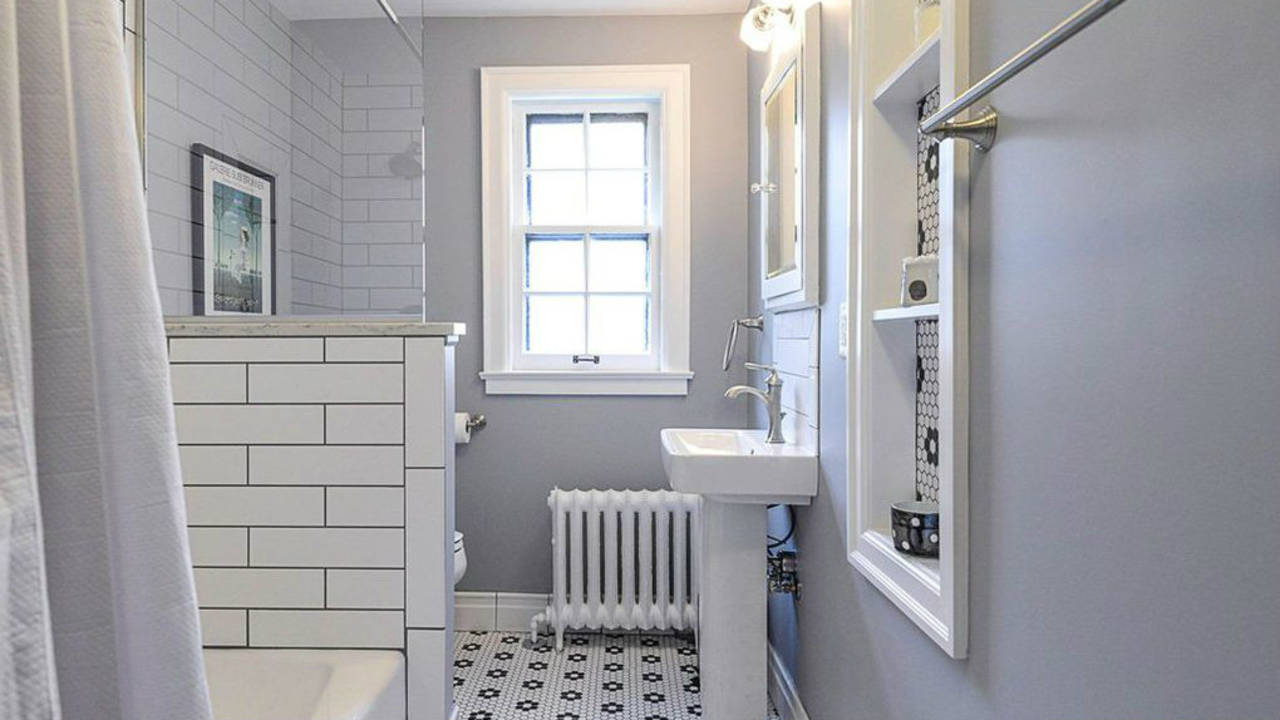 2023 Seneca Ave bathroom