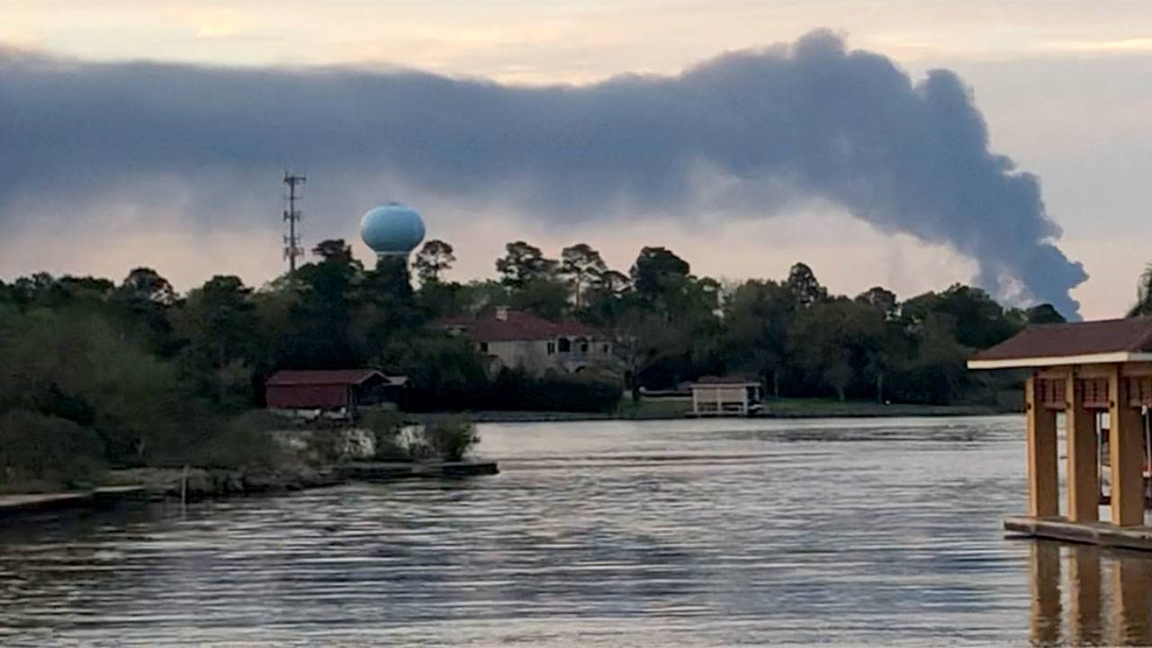 Deer Park fire as seen from Seabrook - 3-18-19 - Click2Pins