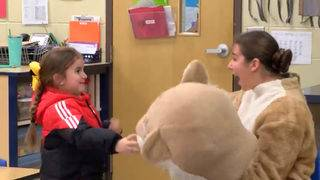 Soldier surprises 5-year-old daughter at school
