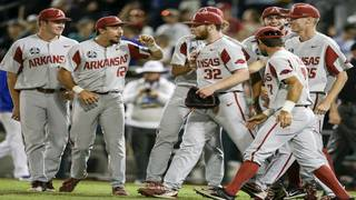 Gators chomped: Arkansas eliminates Florida 5-2 in College World Series
