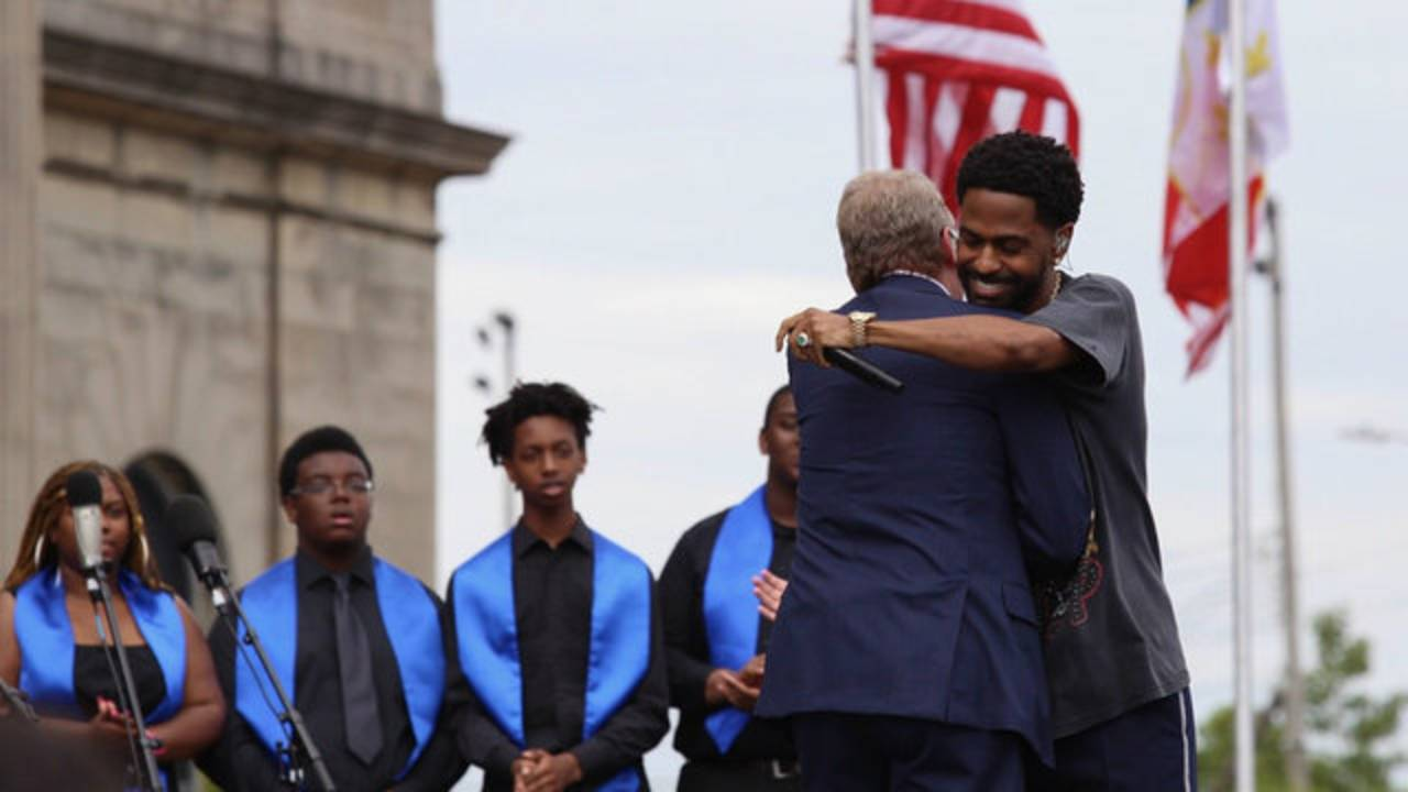 Big Sean and Bill Ford Jr hug_1529425314426.jpg.jpg