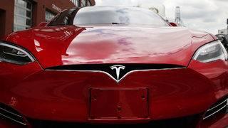 Tesla boosts range of Model S to 370 miles