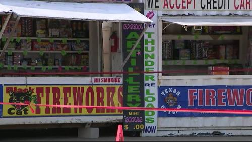 Robber shot while trying to hold up fireworks stand, deputies say