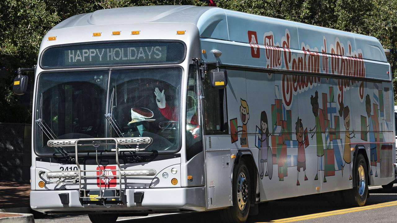 2018-Holiday-Bus-V4