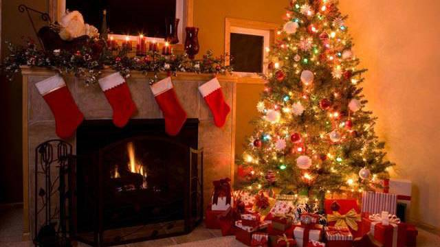 people who decorate for christmas early are happier expert says - When Can I Put Up Christmas Decorations