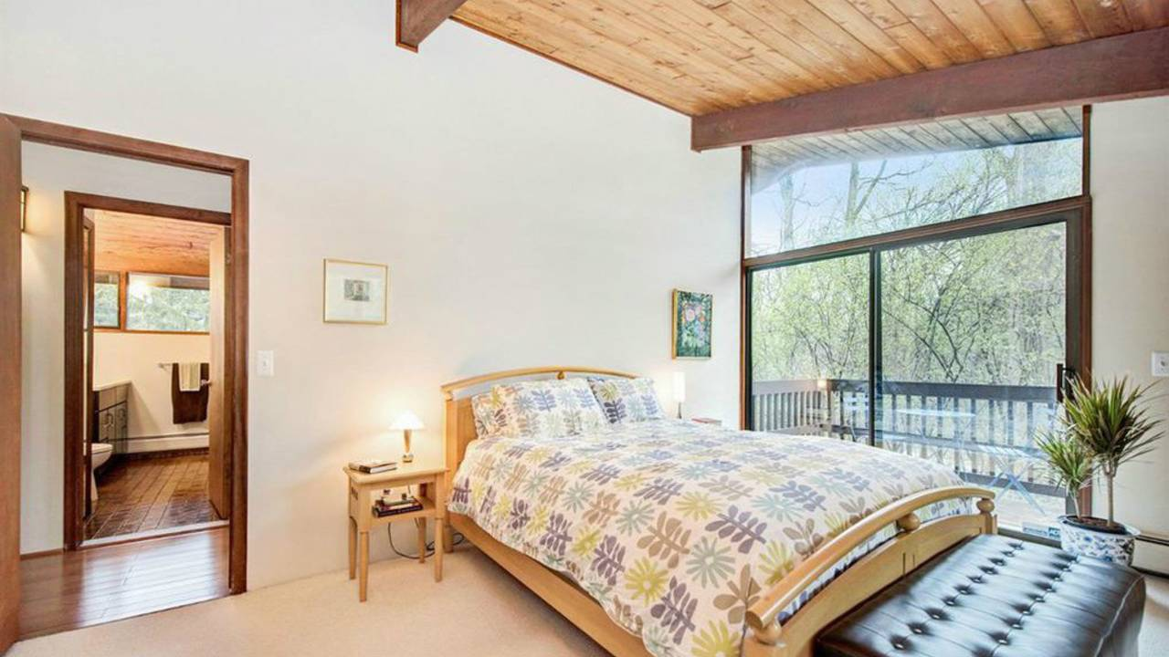 4194 Thornoaks Dr master bedroom
