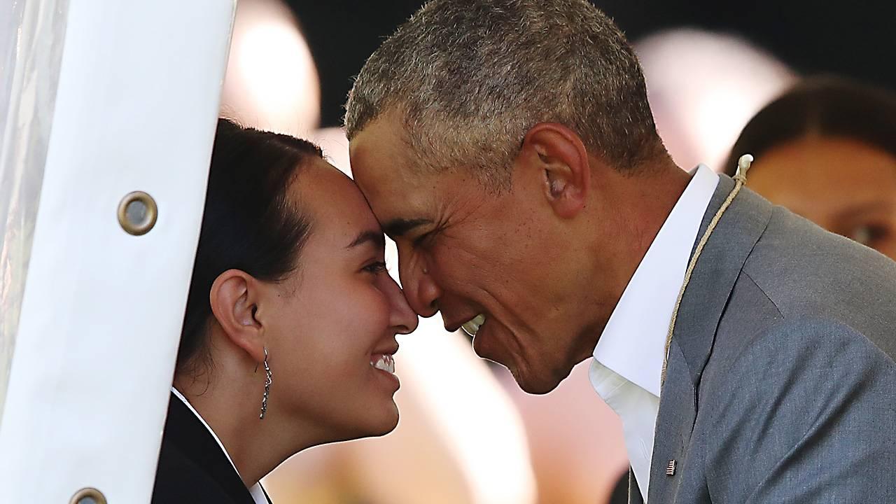 Obama nose kiss NZ34939345