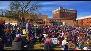Thousands crowded Elmwood Park for Women's March