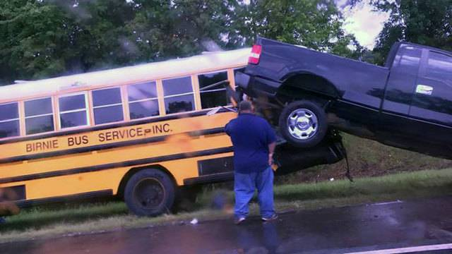 Florida Highway Patrol Traffic >> Pickup detaches from tow truck, hits school bus on I-295