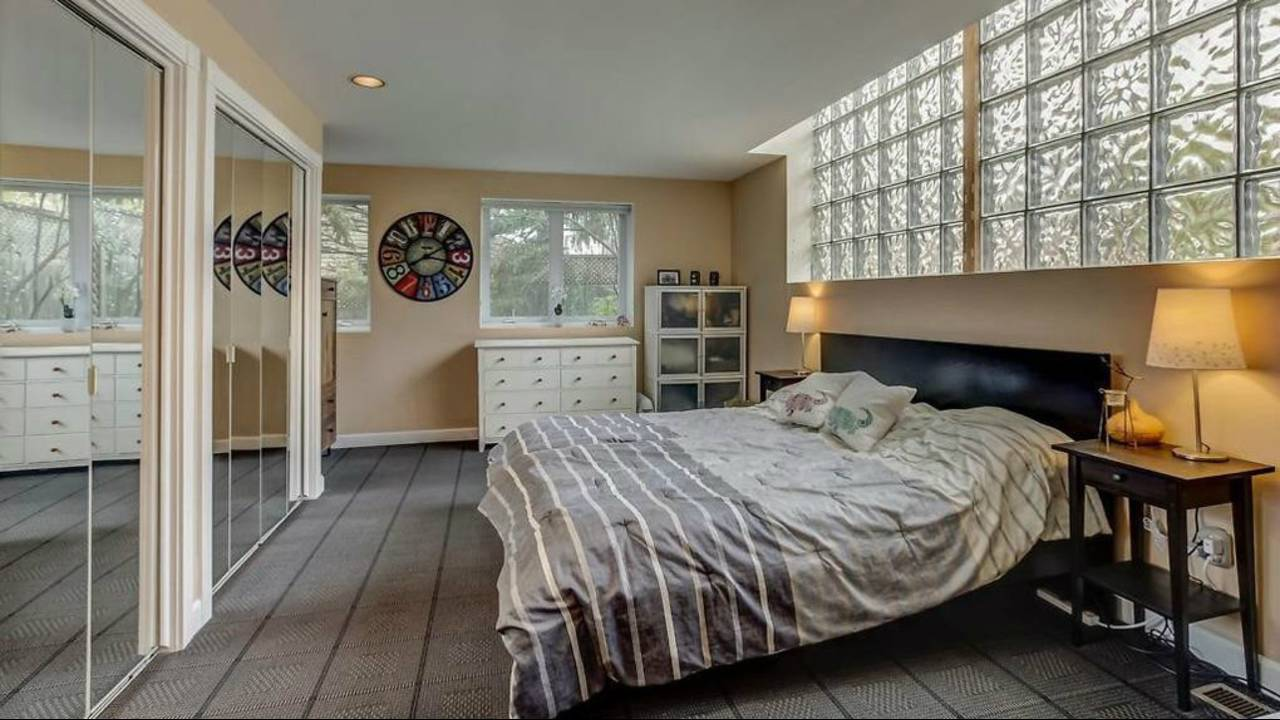 1906 Old Orchard Ct. master bedroom