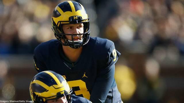 Wilton Speight takes snap Michigan football vs Illinois 2016