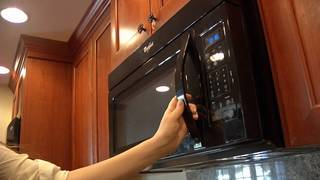 3 things you should never microwave