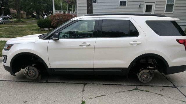 Royal Oak South Wilsons tire rim theft_1503412457897.jpg