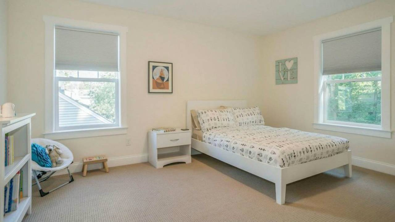 1801 Charlton St bedroom