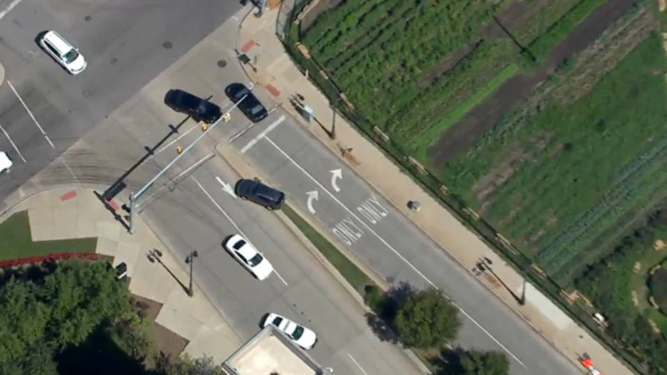 2017-09-08 12_47_41-WATCH LIVE_ Car chase underway in Metro Detroit_1504889313260.png