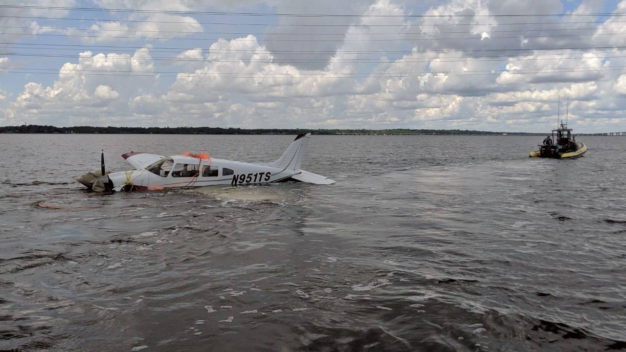 plane-towed-2-for-web_1564948289532.jpg