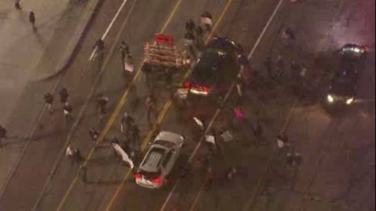 protesters block traffic Detroit_29930728