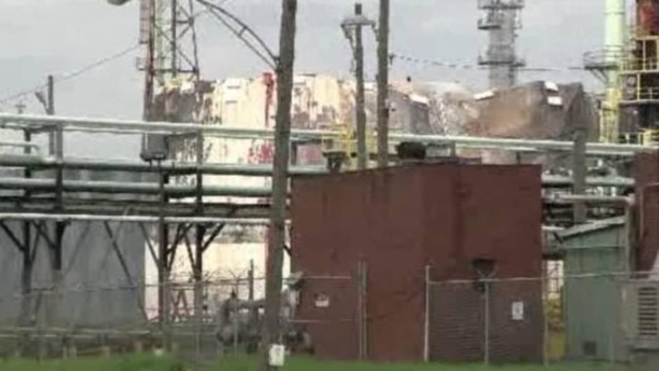 Marathon Refinery tank fire Detroit_19941562
