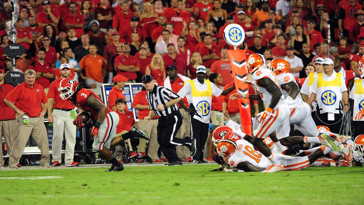 Georgia Bulldogs running back Todd Gurley breaks free for TD vs Clemson Tigers 2014