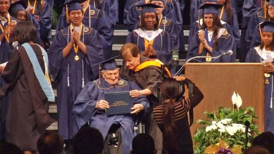 Jack Koolik receives diploma_26298144