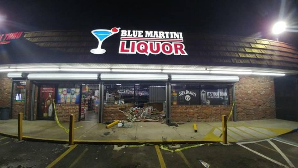 12-05-18 Car liquor store 3
