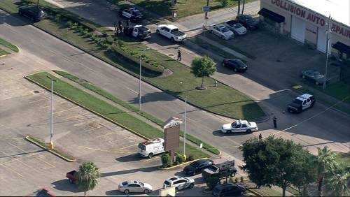 Man shot, killed in southwest Houston after shooting at 2 officers, chief says