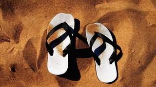 Is it illegal to drive barefoot or in flip-flops in Florida?