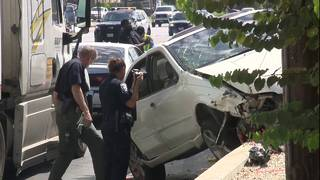 Driver hops curb, hits 4 people waiting for VIA bus&#x3b; 6 hospitalized