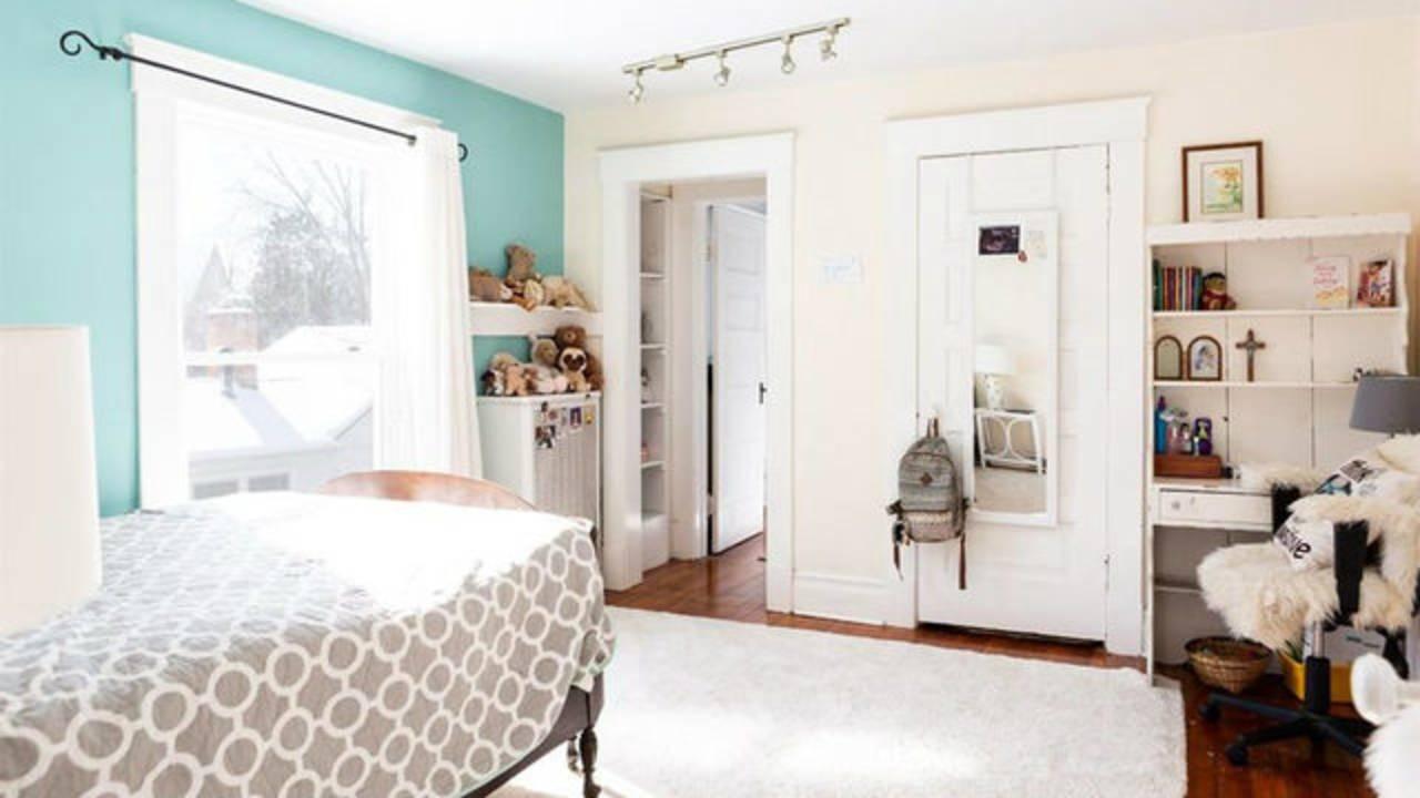 2012 Washtenaw Ave bedroom